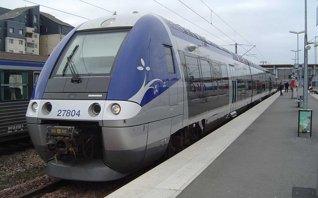 TER Bretagne train at Saint-Malo station