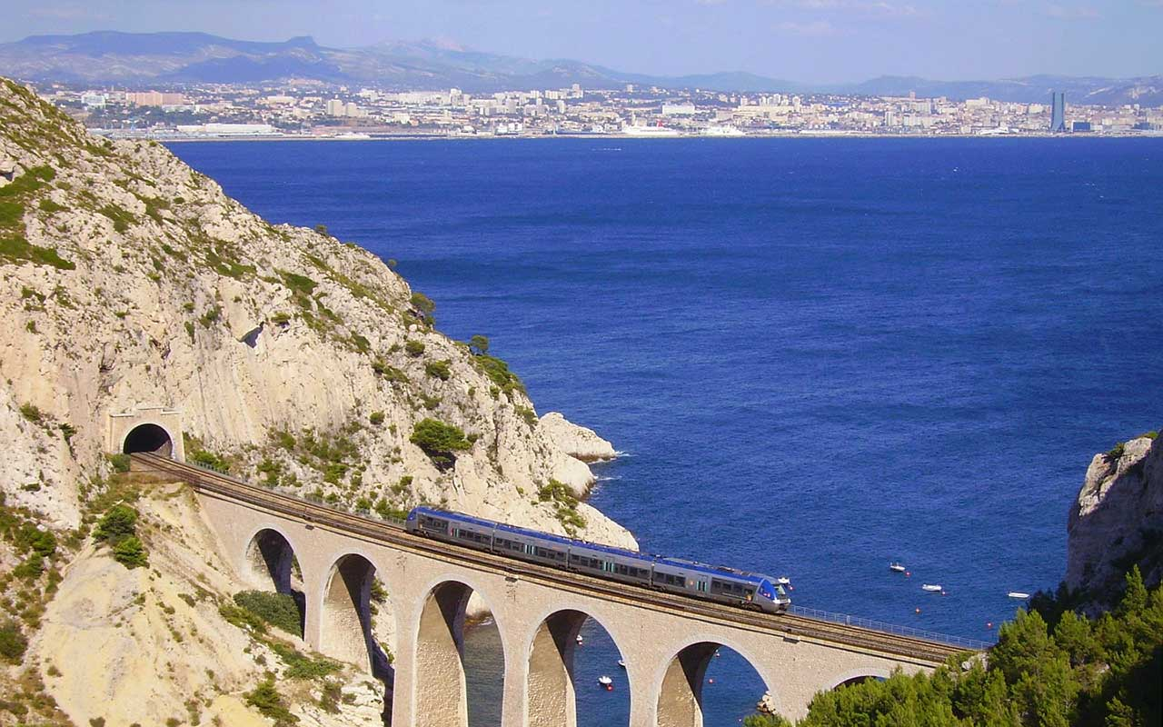 Scenic railway journeys in france railpass france - Salon marseille train ...